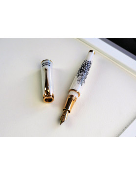 The Cognac Fountain Pen (For Her, Gold Edition)